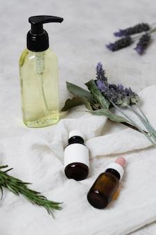 Verschiedene behälter für lavendelöle