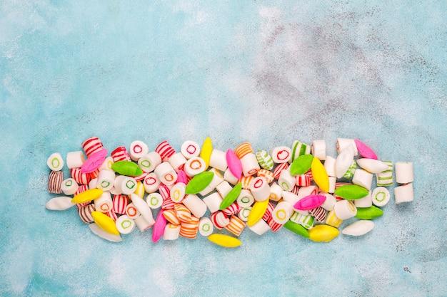 Verschiedene bunte zuckersüßigkeiten, draufsicht