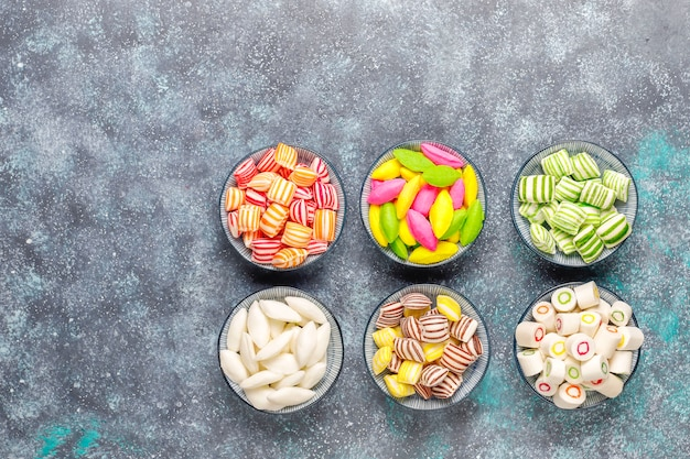 Verschiedene bunte zuckersüßigkeiten