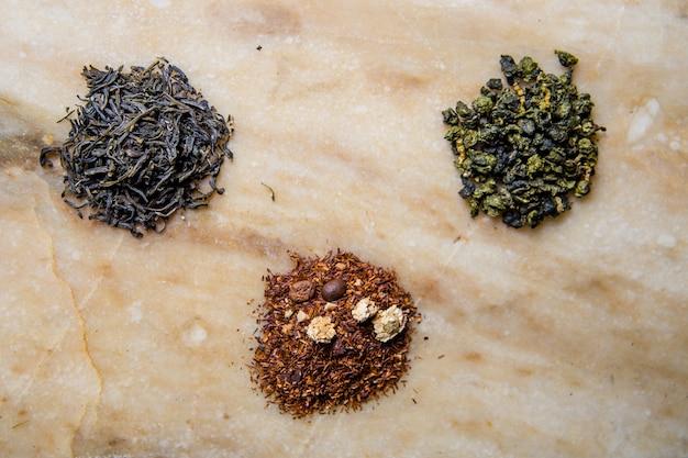 Verschiedene chinesische tees. drei teesorten.