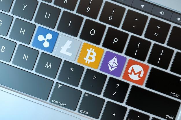 Verschiedene cryptocurrences symbole auf laptoptastatur. technologie-konzept