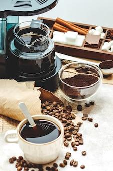 Verschiedene dinge für die zubereitung von kaffee