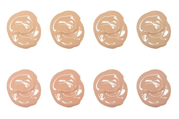 Verschiedene farben der flüssigen flüssigen foundation auf weißem hintergrund make-up-produktmuster