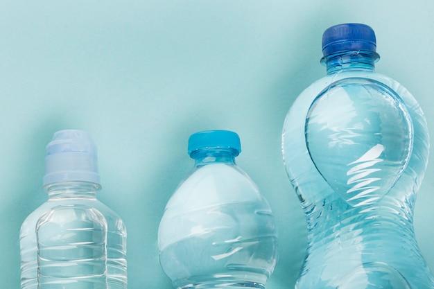Verschiedene flaschen wasser