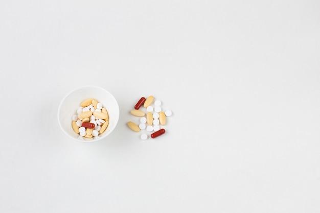 Verschiedene formen und farben von pillen