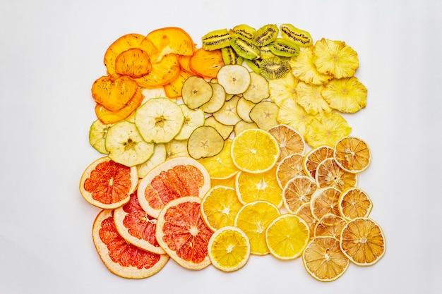 Verschiedene getrocknete früchte. gesundes essenkonzept.