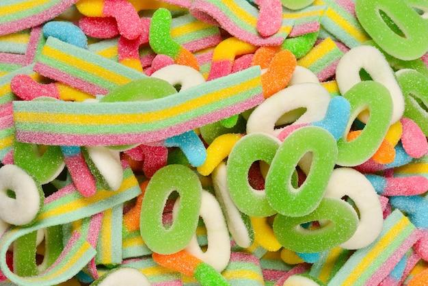 Verschiedene gummibärchen. draufsicht. gelee-süßigkeiten.