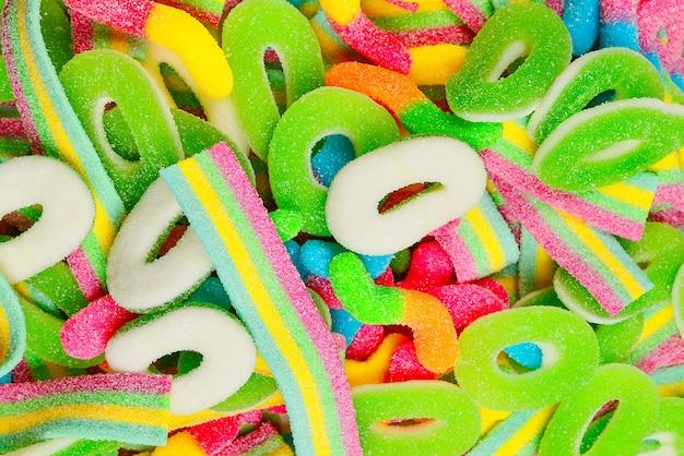 Verschiedene gummibonbons. ansicht von oben. gelee süßigkeiten.