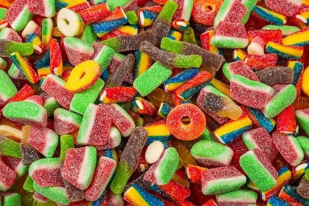 Verschiedene leckere gummibonbons. draufsicht. gelee süßigkeiten hintergrund.