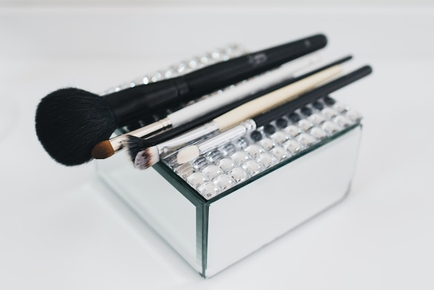 Verschiedene make-up pinsel set nahaufnahme / makeup pinsel set