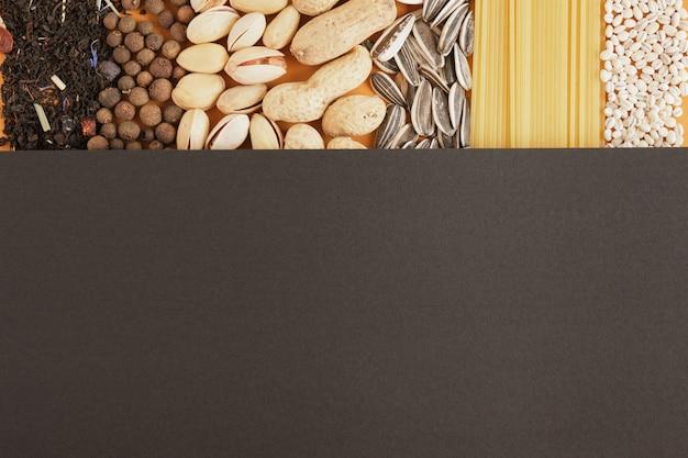 Verschiedene massenprodukte aus lebensmitteln texturieren draufsicht auf einen kopierraum