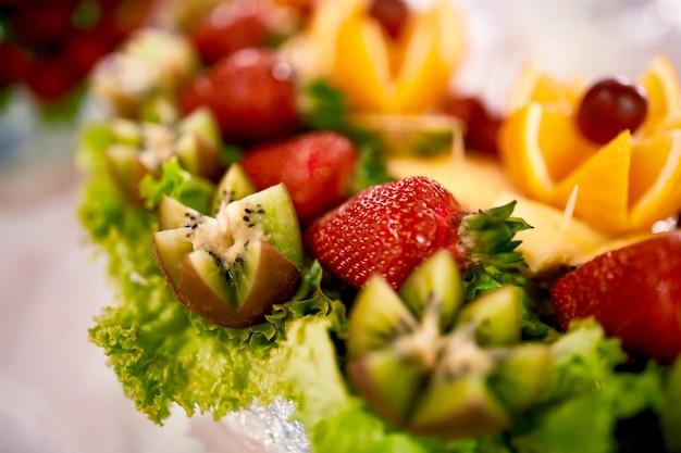 Verschiedene mini-köstlichkeiten und snacks