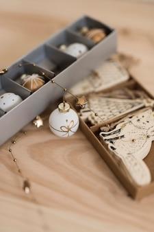 Verschiedene ornamente des weihnachtsbaumes