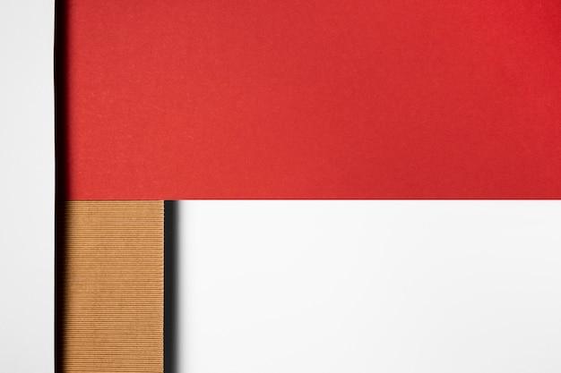 Verschiedene papierfarben in geometrischen formen