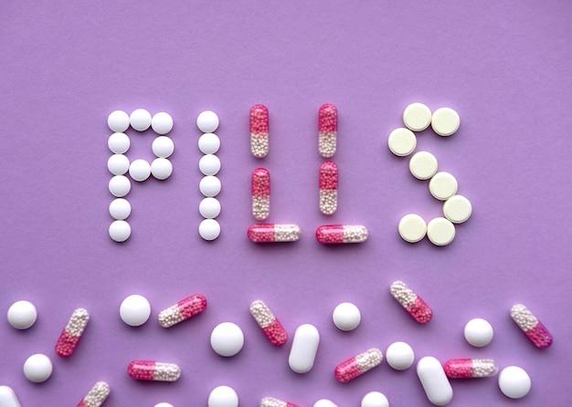Verschiedene pillen bildeten sich im wort