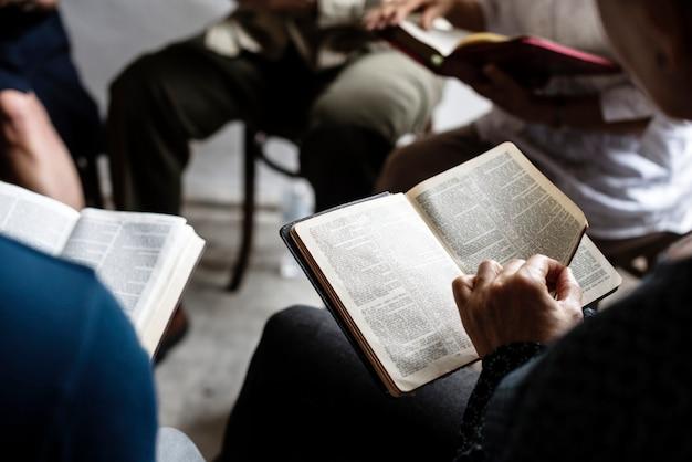 Verschiedene religiöse triebe