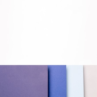 Verschiedene schatten des blauen musters mit kopienraum