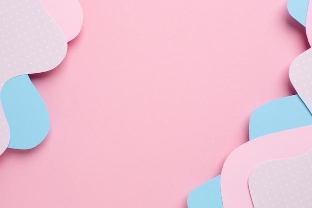 Verschiedene schichten des abstrakten papiers rosa und blaue wellen auf pastell