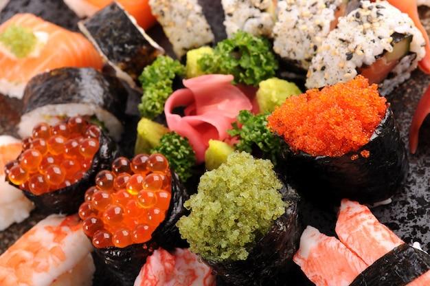 Verschiedene sushi platter