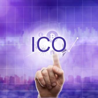 Verschiedene symbole kryptowährung: litecoin, etherium, ripple, bitcoin und handberührungen