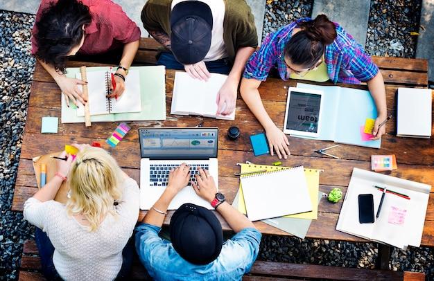 Verschiedenes architekten-leute-gruppen-arbeitskonzept