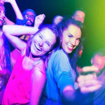 Verschiedenes ethnisches freundschafts-party-freizeit-glück-konzept