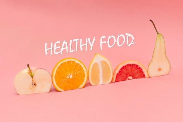 Verschiedenes frisches obst und gemüse für das essen gesund