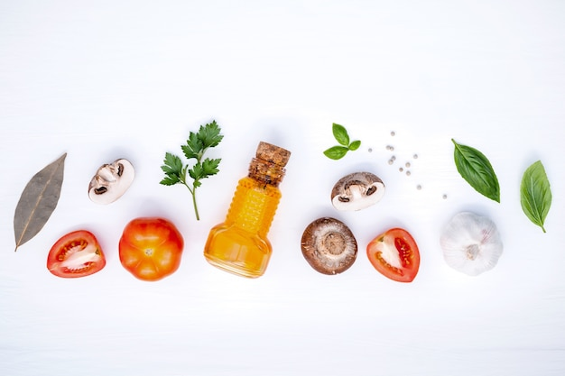 Verschiedenes gemüse und bestandteile für das kochen des teigwarenmenüaufbaus