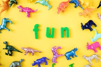 Verschiedenes Tierspielzeug stellt Hintergrund mit dem Wortspaß dar