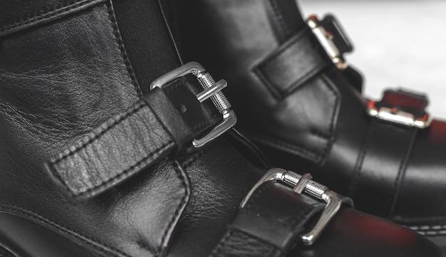 Verschlüsse an schwarzen damenschuhen und -schuhen, textilhintergrundfoto