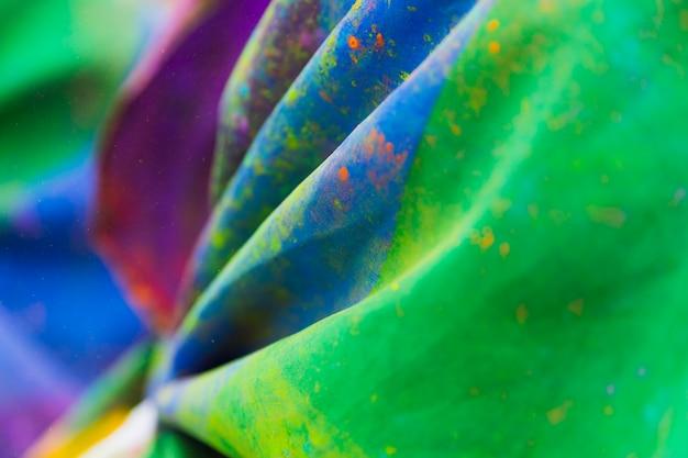 Verschmutzter farbiger stoff