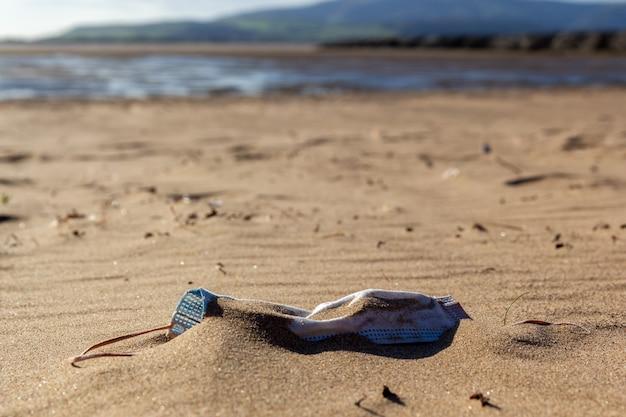 Verschmutzung am strand