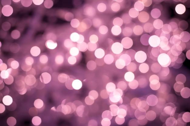 Verschwommener rosa hintergrund, nachtbokeh beleuchtet textur, defokussierter hintergrund. beleuchtete verschwommene hintergründe mit glänzenden kreisen.