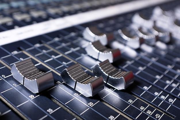 Verstärkungsgeräte im studio