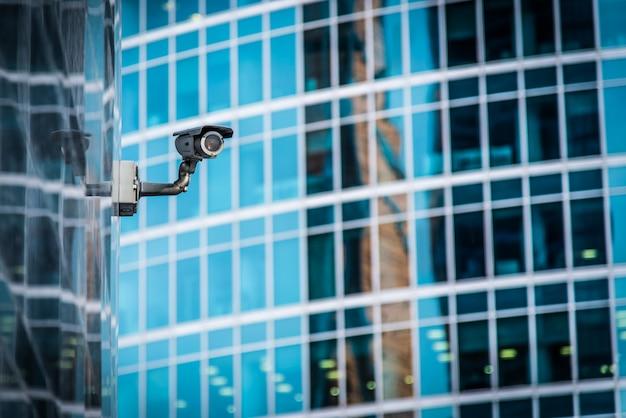 Versteckte überwachungskamera im gebäude installiert