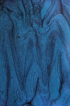 Vertikale abstrakte fahne mit flüssiger nagellackbeschaffenheit. marineblau. negativer raum für text oder design. schöne flecken von flüssigem nagellack, flüssige kunsttechnik. marmorhintergrund.
