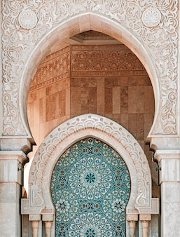 Vertikale aufnahme der hassan ii moschee in casablanca, marokko