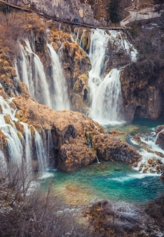 Vertikale aufnahme des nationalparks plitvicer seen in kroatien