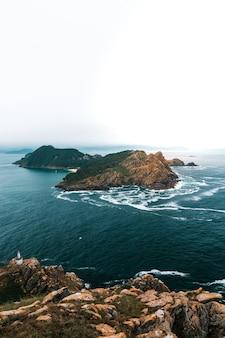 Vertikale aufnahme von illas cies in spanien