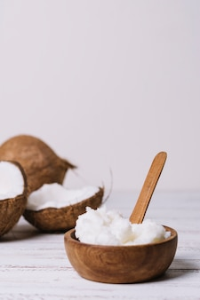 Vertikale schussschüssel mit kokosnussöl
