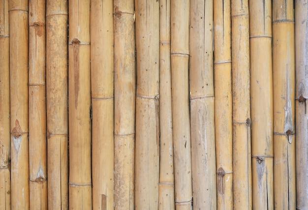 Vertikaler bambuszaunhintergrund.