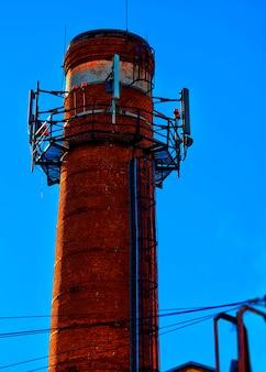 Vertikaler cyberpunk-leuchtturmobjekthintergrund hd