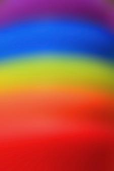 Vertikales bild des abstrakten unscharfen regenbogens färbte gummiringe für hintergrund