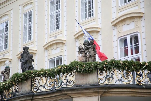 Verwaltungsgebäude weihnachtlich geschmückt