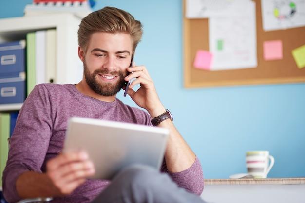 Verwenden von mobiltelefonen und digitalen tablets