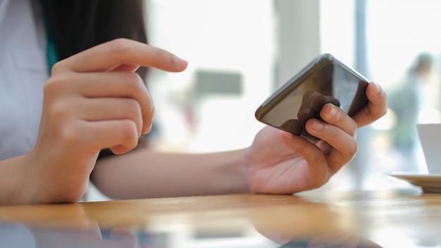 Verwendung der online-verbindungstechnologie für unternehmen, bildung und kommunikation.