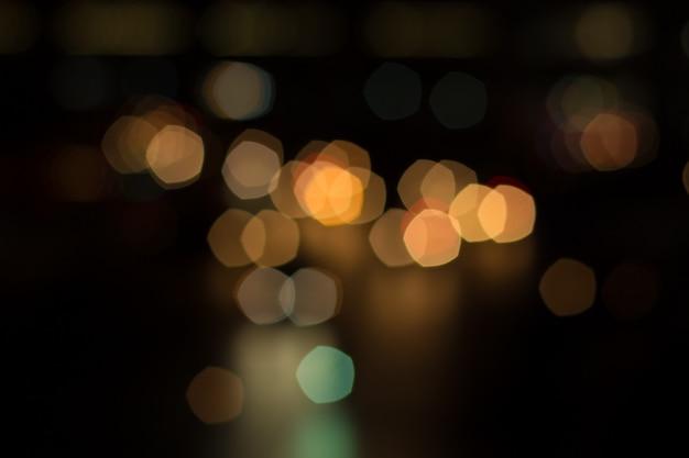 Verwischen sie autolicht und -verkehr in der stadt für abstrakten hintergrund