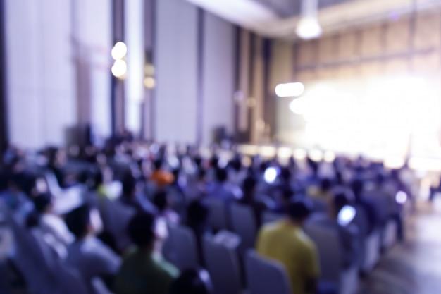 Verwischen sie das publikum im pressekonferenzsaal