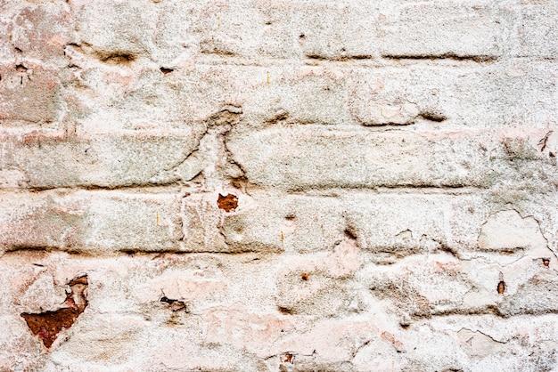 Verwitterte textur des gefärbten alten grünen und weißen backsteinmauerhintergrunds