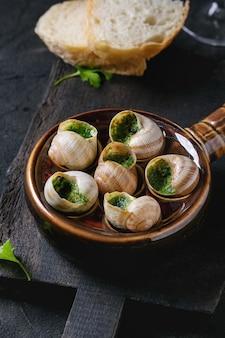 Verzehrfertige schnecken aus escargots de bourgogne
